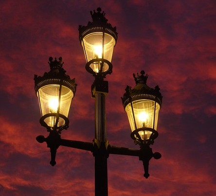street-lamp-392095_640[1]